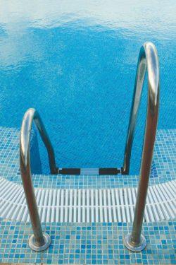 Лестница для бассейна ассиметричная